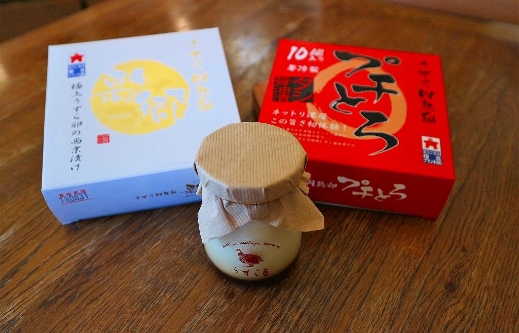 円熟卵『彩郷』(左)と円熟卵『プチとろ』(右)、「まったり濃厚大人プディング」(手前)